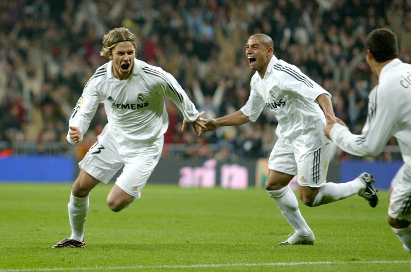 David Beckham and Roberto Carlos celebrate after a goal.