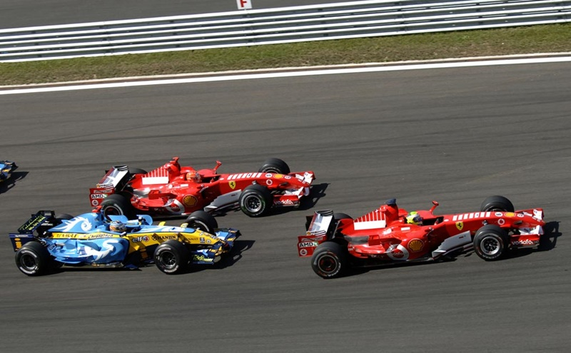 The two Ferraris are on the first line during the Turkish Grand Prix.